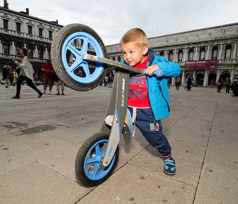 Zoom: Biking in Venice